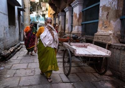 Varanasi streets - women