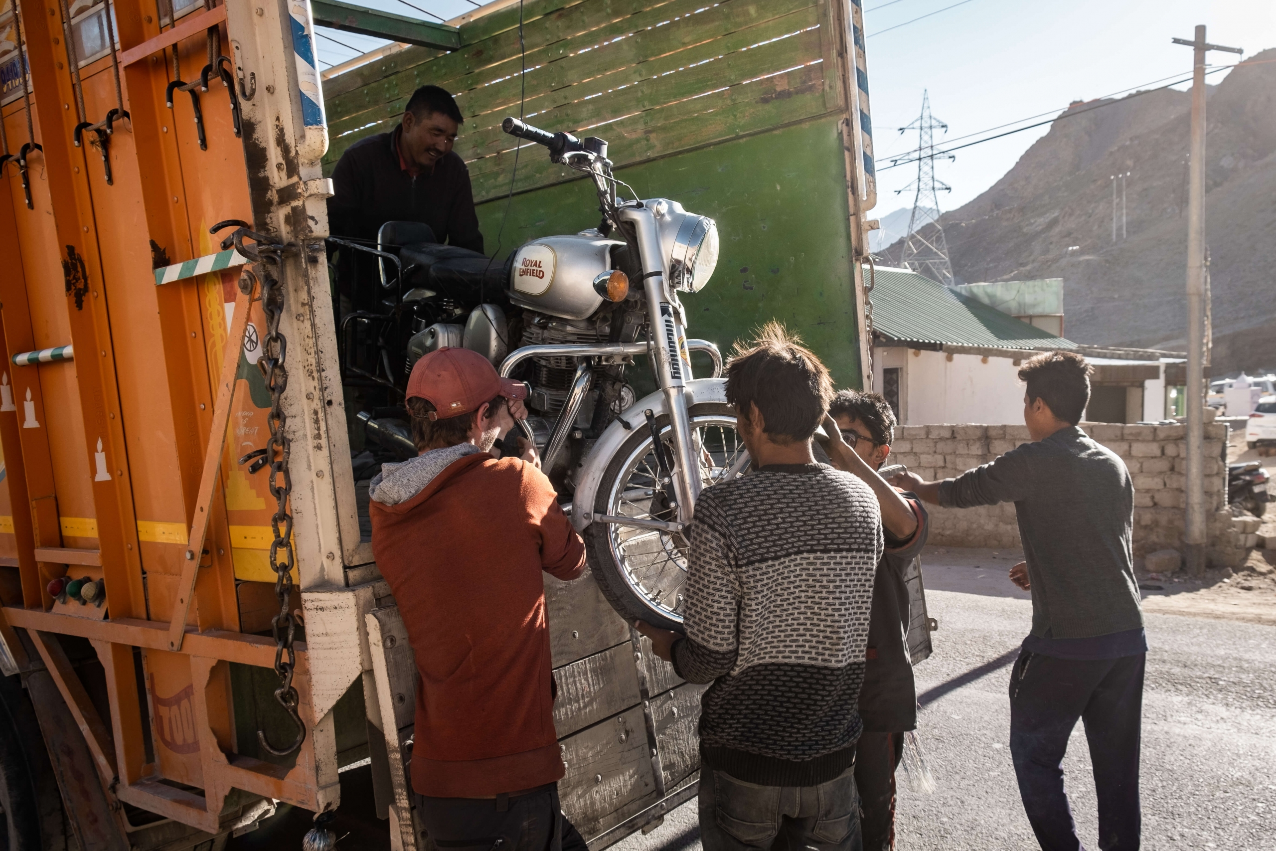 Getting the bike down - Leh
