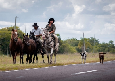 Gauchos-by-the-road-Argentina