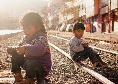 Kids-cusco-railway