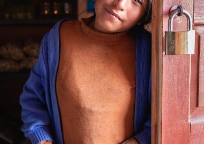 Quechua-girl-ausangate-market